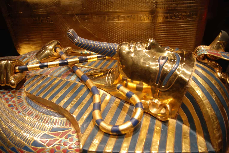 Tesouros-de-Tutankhamon-em-exibição-no-Museu-Egípcio-do-Cairo.