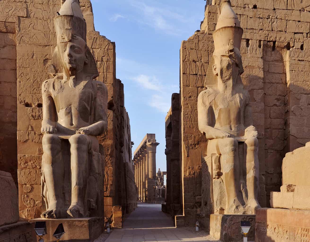 Uma-das-mais-belas-heranças-preservadas-é-o-Templo-de-Luxor-ícone-da-cidade-construído-na-Era-faraônica.