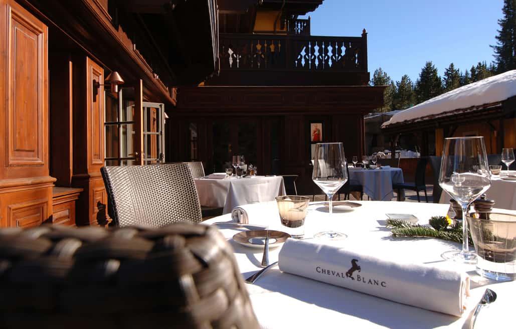 A-atmosfera-intimista-do-Cheval-Blanc-complementa-as-experiências-gastronômicas-do-casal-proporcionadas-pelo-hotel.-1