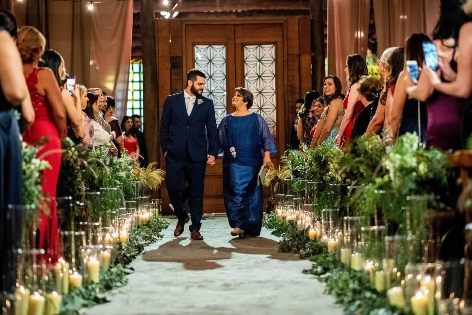Bel-Benkler-eventos-Casamento-Ariane-e-Matheus-cerimonia-decoracao-contemporanea-fotografia-Rafael-Bigarelli-noivos-na-pista-Spazio-Giardini-12
