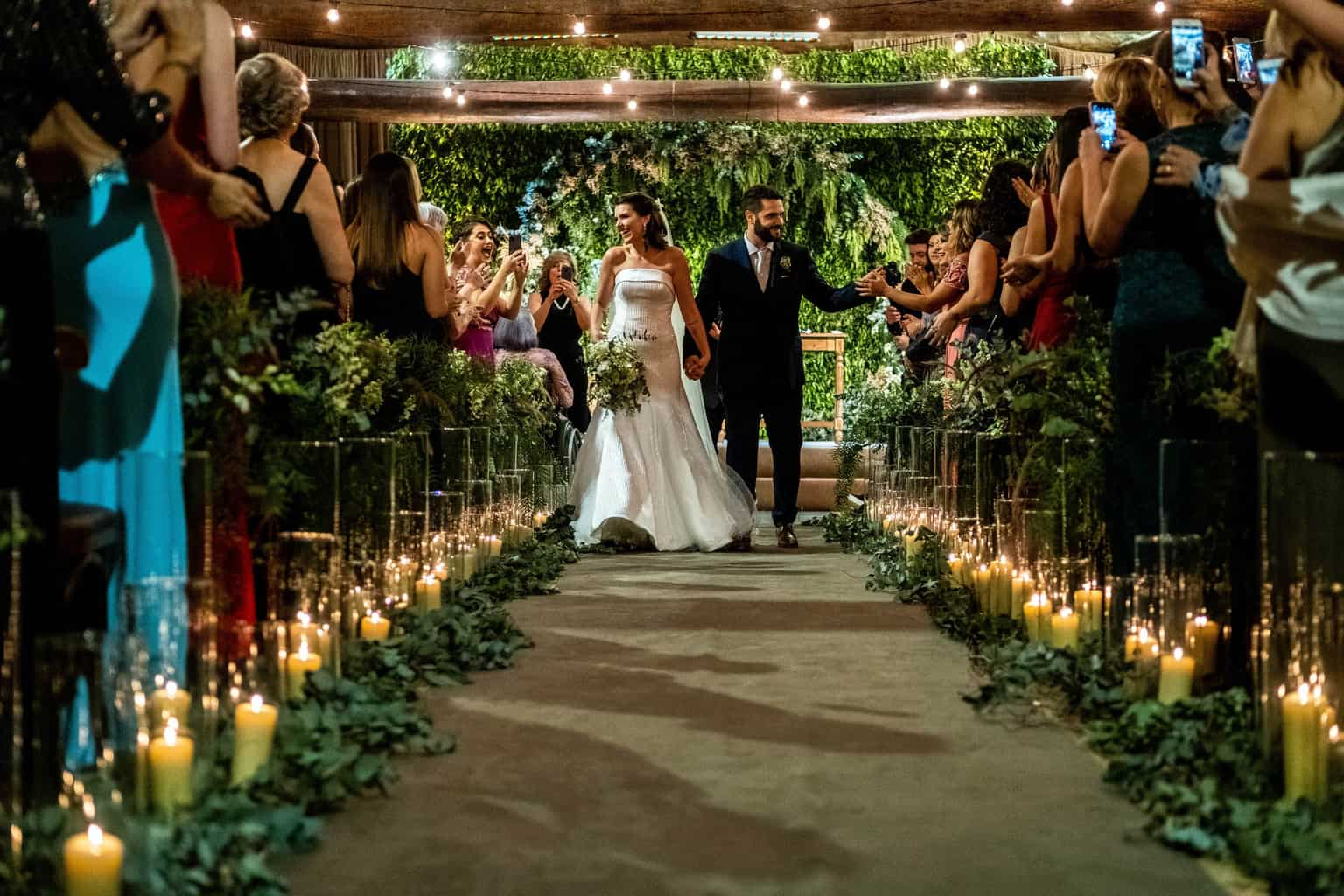 Bel-Benkler-eventos-Casamento-Ariane-e-Matheus-cerimonia-decoracao-contemporanea-fotografia-Rafael-Bigarelli-noivos-na-pista-Spazio-Giardini-16