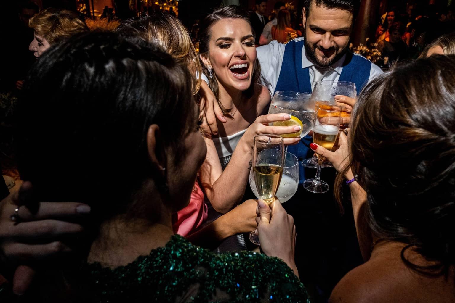 Bel-Benkler-eventos-Casamento-Ariane-e-Matheus-cerimonia-decoracao-contemporanea-fotografia-Rafael-Bigarelli-noivos-na-pista-Spazio-Giardini-22