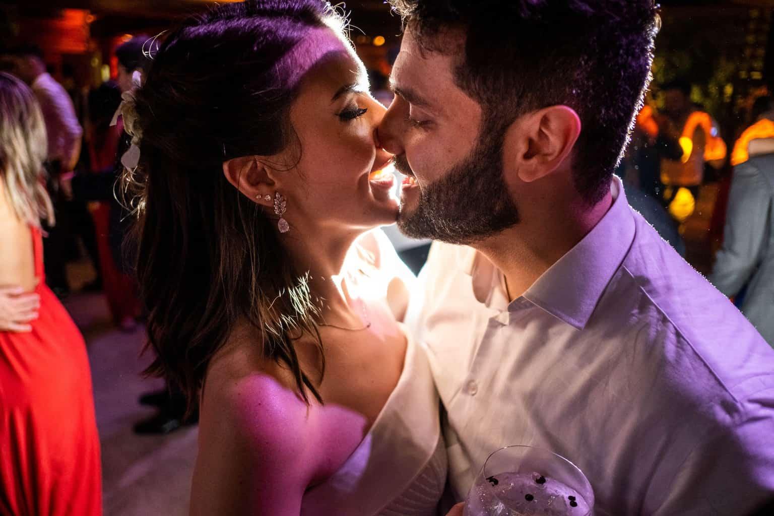 Bel-Benkler-eventos-Casamento-Ariane-e-Matheus-cerimonia-decoracao-contemporanea-fotografia-Rafael-Bigarelli-noivos-na-pista-Spazio-Giardini-43