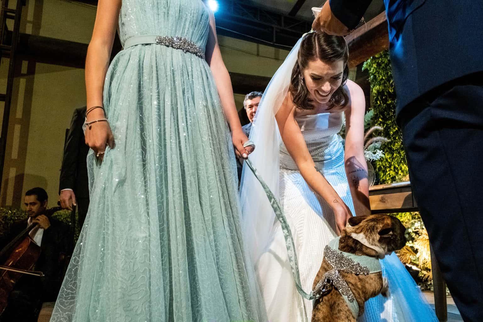 Bel-Benkler-eventos-Casamento-Ariane-e-Matheus-cerimonia-decoracao-contemporanea-fotografia-Rafael-Bigarelli-noivos-na-pista-Spazio-Giardini-45
