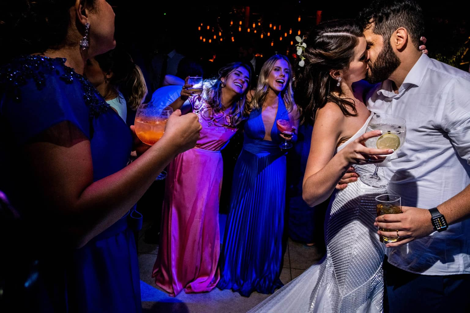 Bel-Benkler-eventos-Casamento-Ariane-e-Matheus-cerimonia-decoracao-contemporanea-fotografia-Rafael-Bigarelli-noivos-na-pista-Spazio-Giardini-46