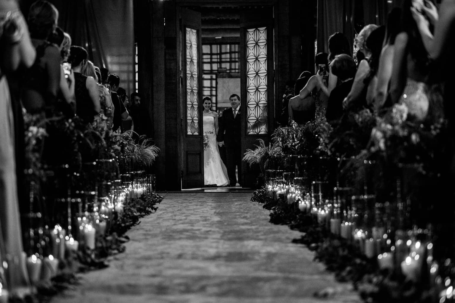 Bel-Benkler-eventos-Casamento-Ariane-e-Matheus-cerimonia-decoracao-contemporanea-fotografia-Rafael-Bigarelli-noivos-na-pista-Spazio-Giardini-49