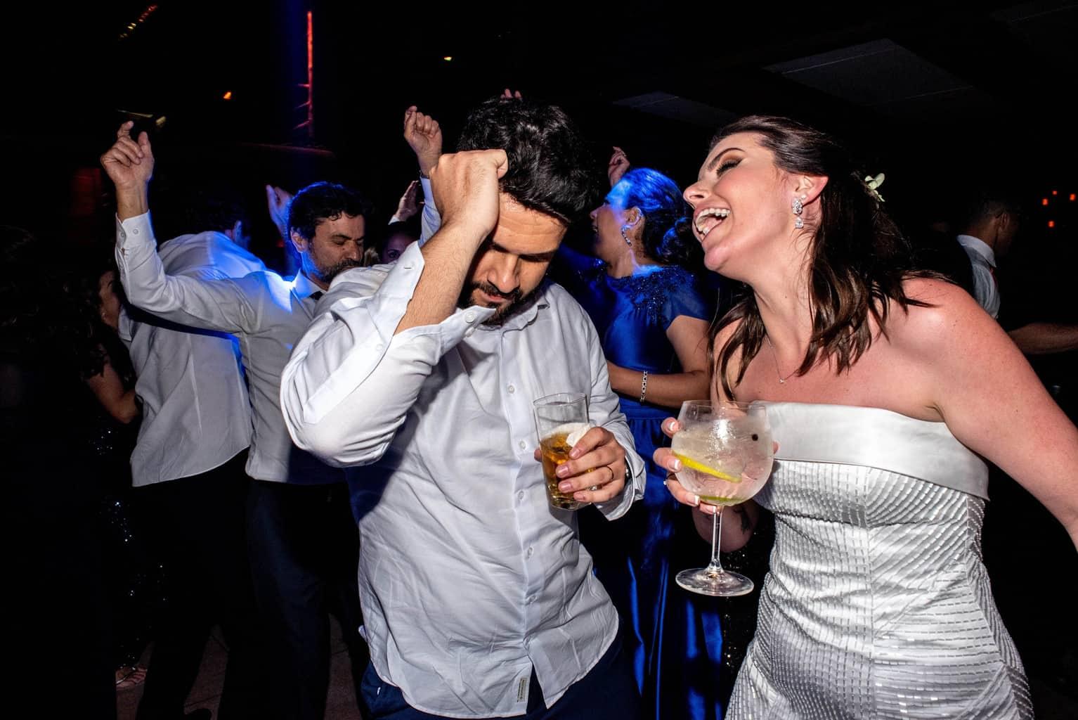 Bel-Benkler-eventos-Casamento-Ariane-e-Matheus-cerimonia-decoracao-contemporanea-fotografia-Rafael-Bigarelli-noivos-na-pista-Spazio-Giardini-52