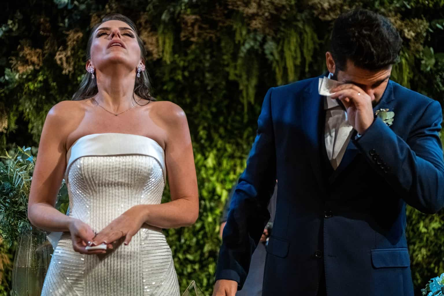 Bel-Benkler-eventos-Casamento-Ariane-e-Matheus-cerimonia-decoracao-contemporanea-fotografia-Rafael-Bigarelli-noivos-na-pista-Spazio-Giardini-63