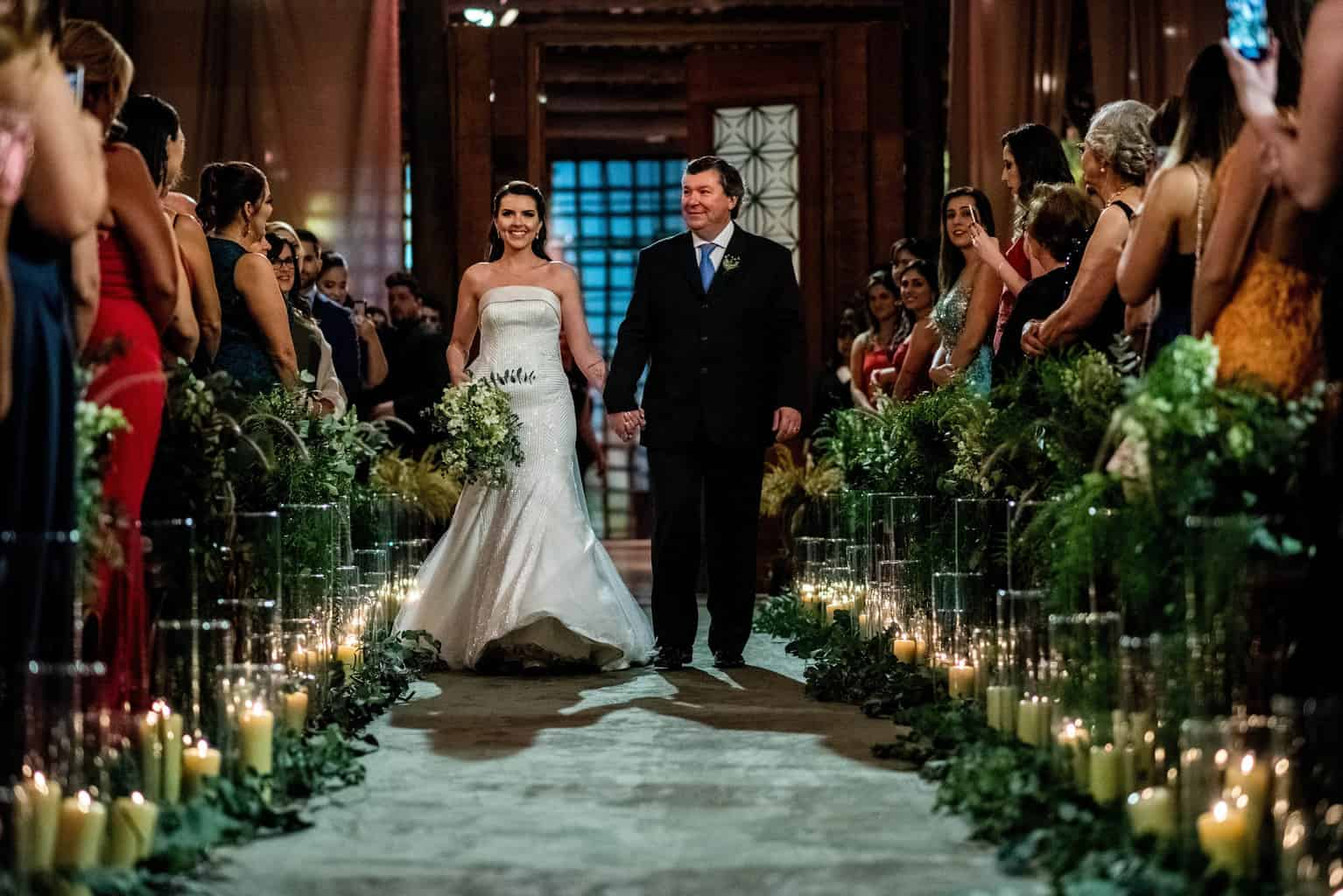 Bel-Benkler-eventos-Casamento-Ariane-e-Matheus-cerimonia-decoracao-contemporanea-fotografia-Rafael-Bigarelli-noivos-na-pista-Spazio-Giardini-65
