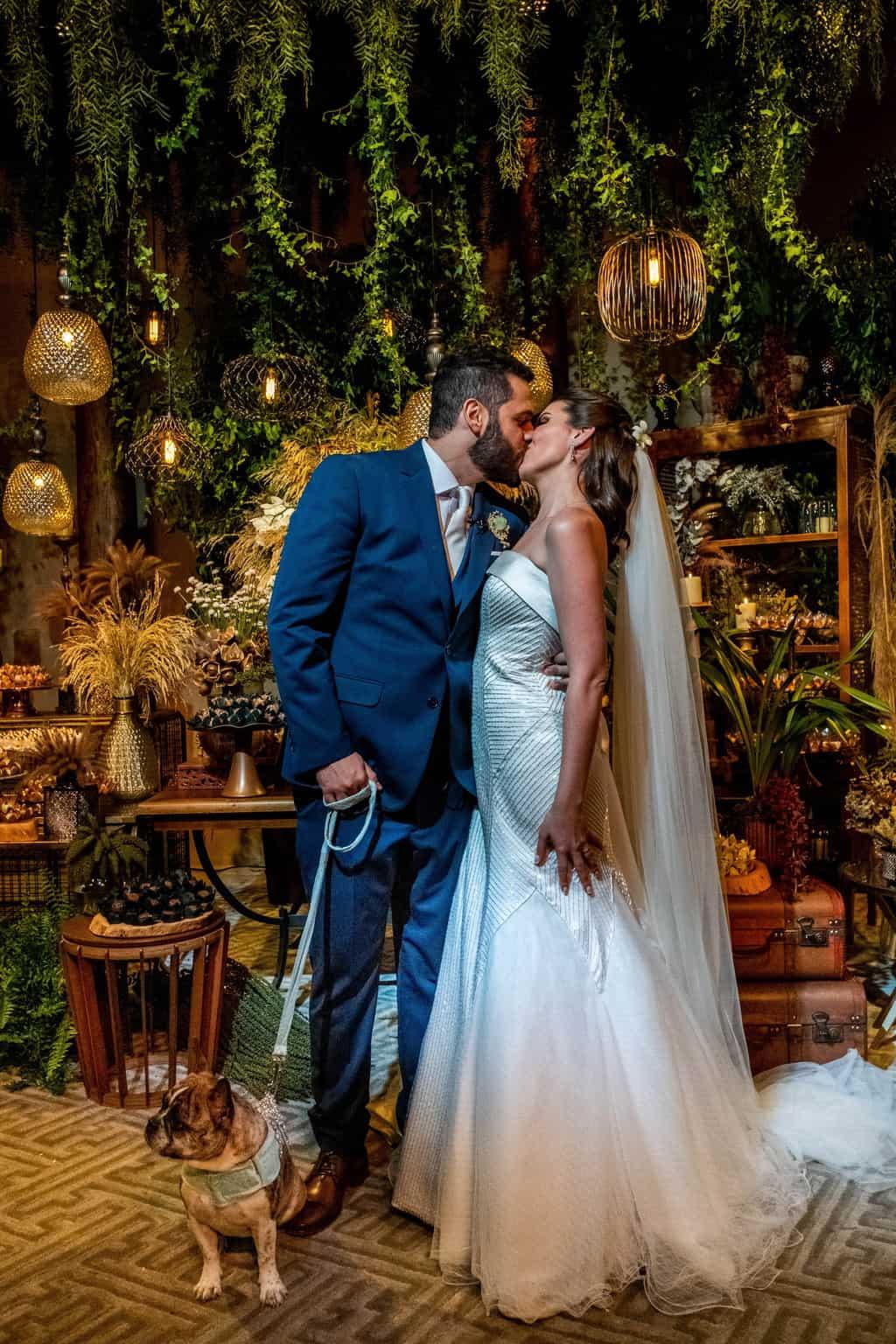 Bel-Benkler-eventos-Casamento-Ariane-e-Matheus-cerimonia-decoracao-contemporanea-fotografia-Rafael-Bigarelli-noivos-na-pista-Spazio-Giardini-70