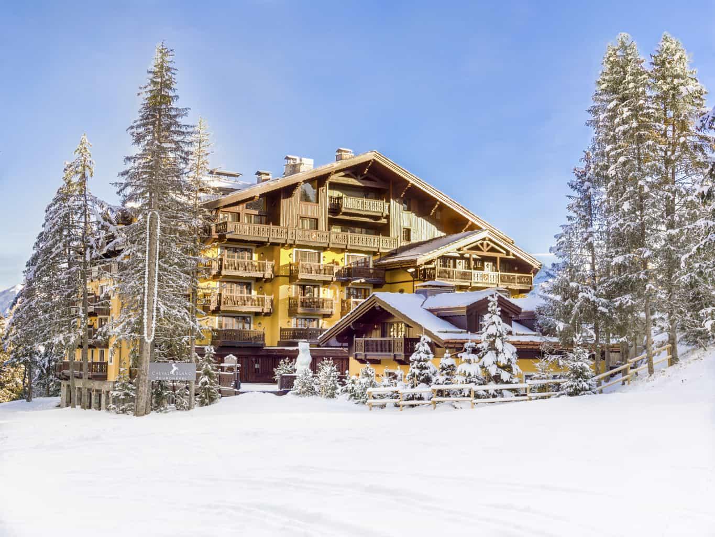 O-design-contemporâneo-do-hotel-Cheval-Blanc-reúne-elegância-conforto-e-o-charme-típico-dos-Alpes.