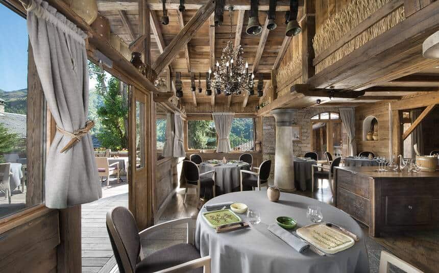O-restaurante-René-et-Maxime-Meilleur-é-dono-de-três-estrelas-Michelin-e-uma-ótima-opção-para-os-casais-em-busca-de-clima-romântico.