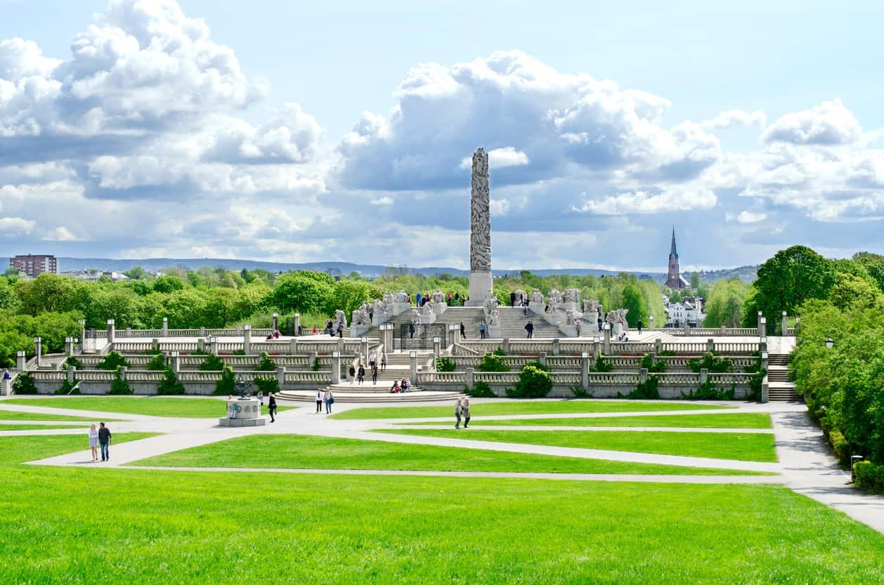 Além-das-áreas-verdes-o-Vigeland-Park-possui-várias-esculturas-e-ainda-é-palco-de-diversos-eventos.