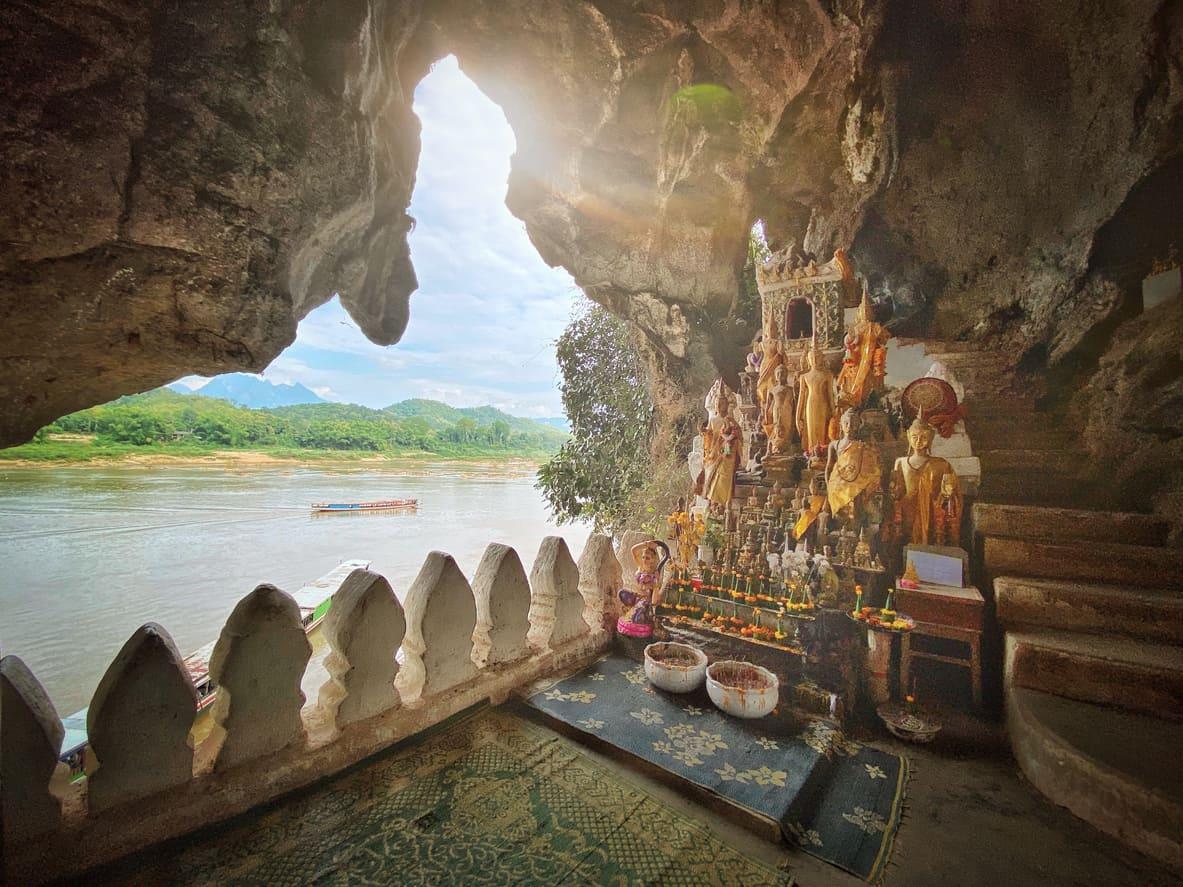 As-Cavernas-Pak-Ou-são-uns-dos-tesouros-de-Luang-Prabang-responsáveis-por-abrigar-estátuas-e-imagens-centenárias-de-Buda-e-outras-divindades.