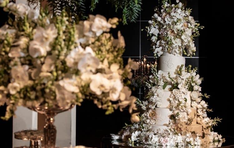 Casamento-Amanda-e-Flavio-Hotel-Unique-Anna-Quast-e-Ricky-Arruda-Babi-Leite-1-18-Project-Andre-Pedrotti-121-Bolo-The-King-Cake-750x475