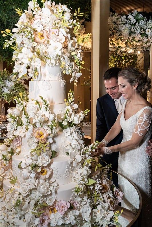 Casamento-Amanda-e-Flavio-Hotel-Unique-Anna-Quast-e-Ricky-Arruda-Babi-Leite-1-18-Project-foto-do-casal07301136-Bolo-The-King-Cake