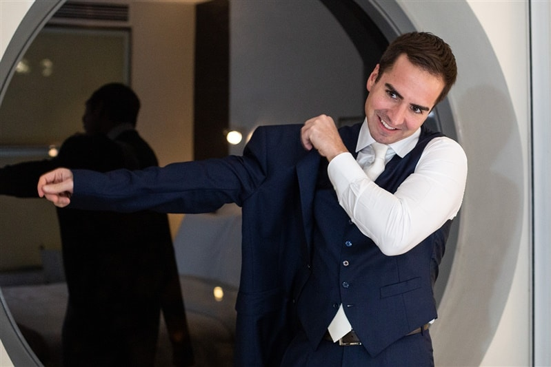 Casamento-Amanda-e-Flavio-Hotel-Unique-Anna-Quast-e-Ricky-Arruda-Babi-Leite-making-of-terno-Ermenegildo-Zegna