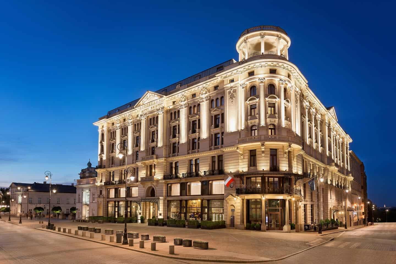 De-localização-privilegiada-o-Hotel-Bristol-tem-estilo-Art-Nouveau-com-fachada-neorrenascentista.