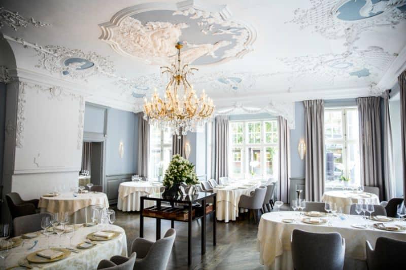 Estrelado-pelo-Guia-Michelin-o-restaurante-Statholdergaarden-serve-pratos-preparados-com-produtos-sazonais-noruegueses.