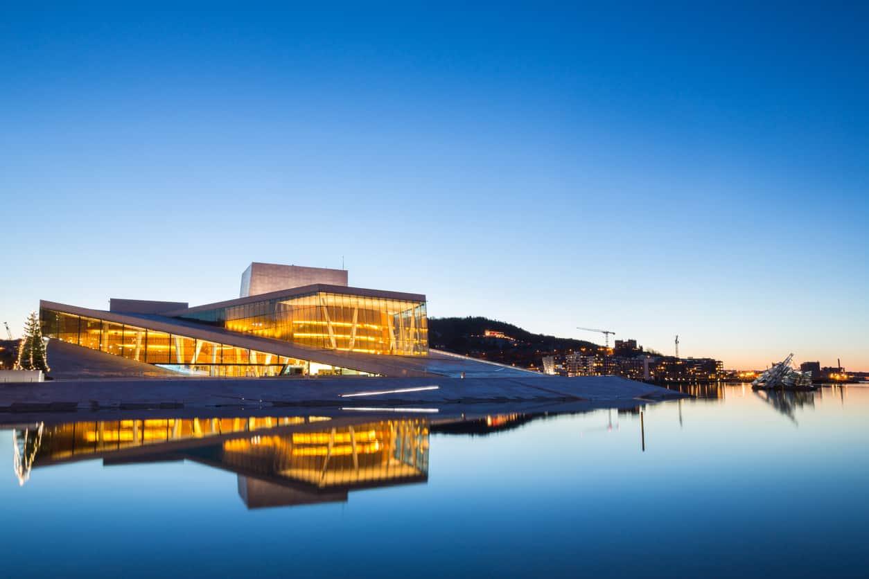 Marco-arquitetônico-da-cidade-a-Ópera-de-Oslo-também-é-o-centro-cultural-mais-importante-da-Noruega.