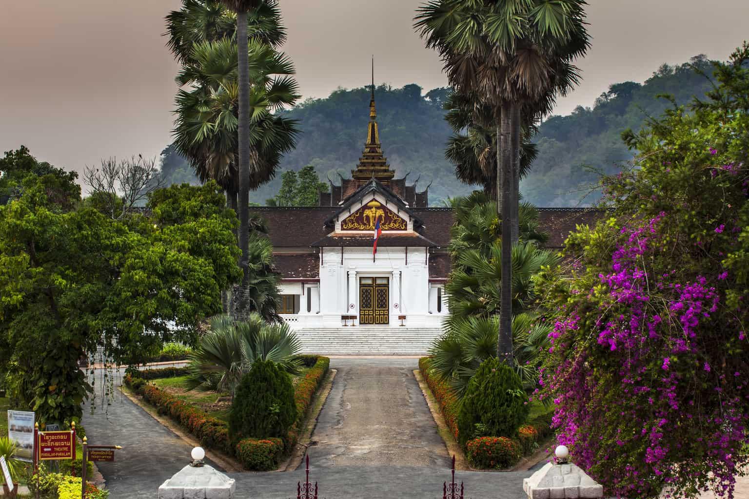 O-Haw-Kham-também-é-conhecido-como-Salão-de-Ouro-ou-Palácio-Real-e-serviu-de-residência-para-a-realeza-até-o-fim-da-monarquia-no-país.