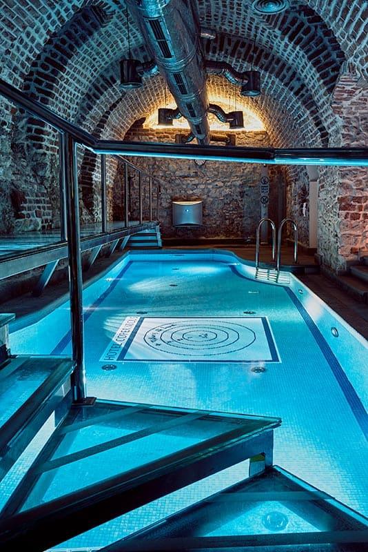 O-Hotel-Copernicus-ainda-proporciona-piscina-indoor-e-um-spa-assinado-pela-marca-L'Occitane.