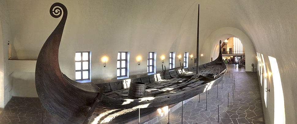 O-The-Viking-Ship-Museum-é-uma-das-principais-atrações-da-cidade-e-exibe-várias-embarcações-vikings-encontradas-em-diversas-escavações.