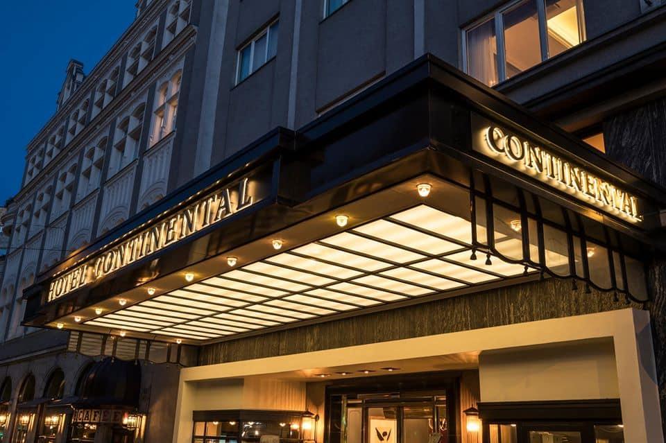 O-elegante-Hotel-Continental-está-situado-no-coração-da-cidade-e-mantém-sua-tradição-desde-o-início-do-século-20.