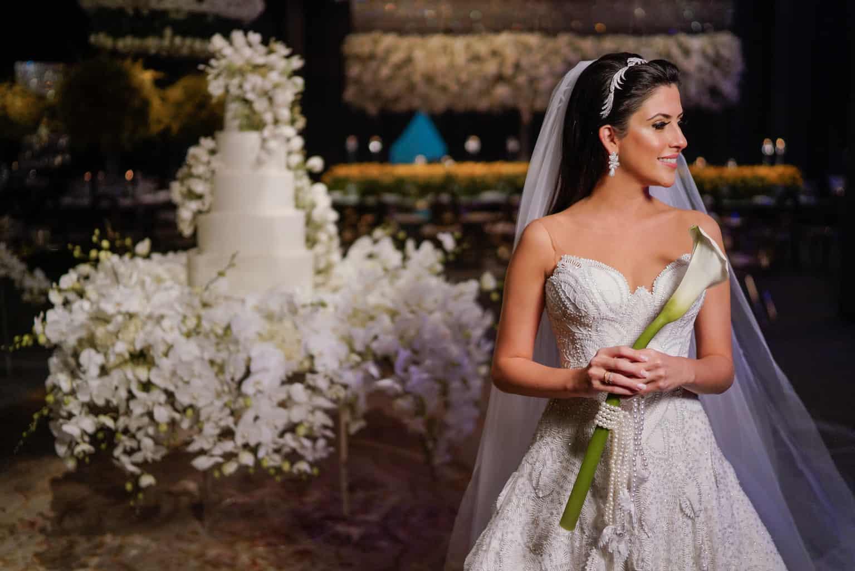 THAYLA-E-BRUNO_0655-foto-da-noiva-Celso-Junior-Espaco-Premium-Vestido-Martha-Medeiros