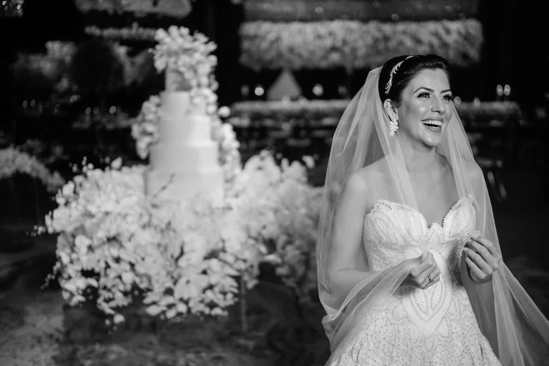 THAYLA-E-BRUNO_0666-foto-da-noiva-Celso-Junior-Espaco-Premium-Vestido-Martha-Medeiros