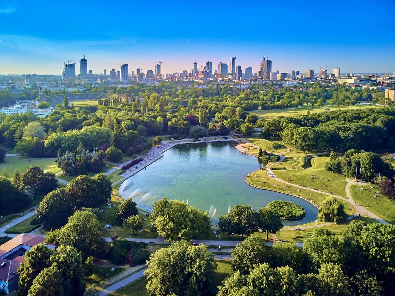 Varsóvia-também-tem-muito-a-oferecer-durante-a-lua-de-mel-e-o-seu-centro-histórico-também-foi-reconhecido-pela-Unesco-como-Patrimônio-Mundial-da-Humanidade.