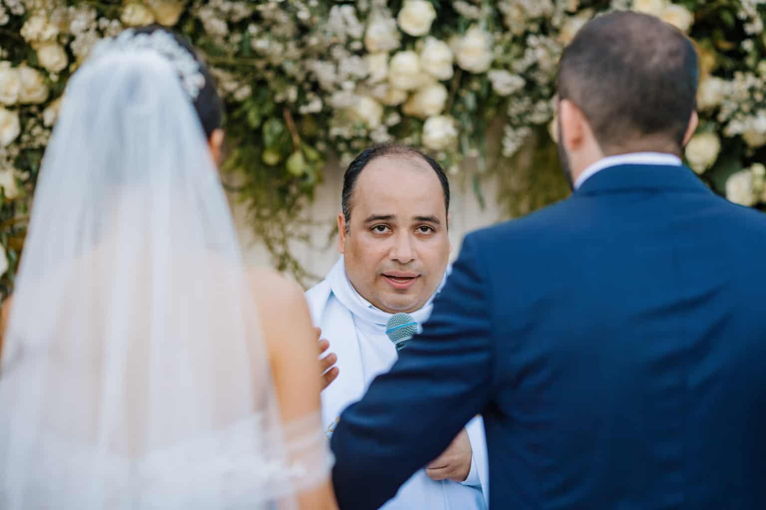 Casamento-Alissa-e-Gustavo-Cerimonial-Manu-Goncalez-Decor-Andrea-Kapps-Fasano-Angra-dos-Reis-Foto-VRebel-Cerimonia026