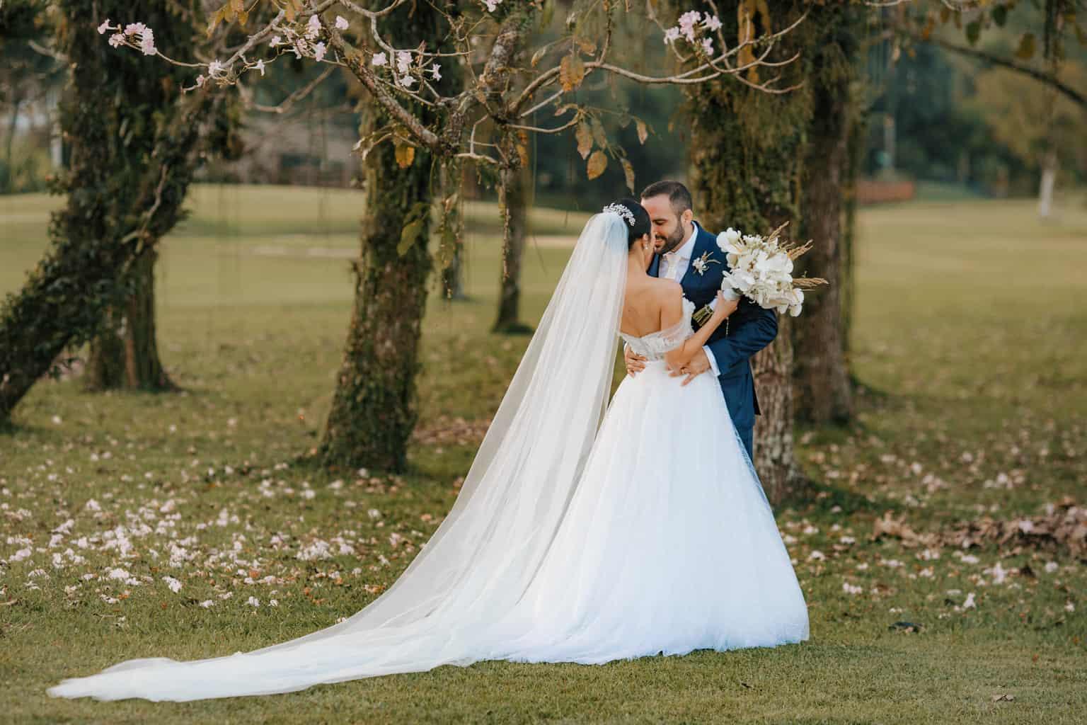 Casamento-Alissa-e-Gustavo-Cerimonial-Manu-Goncalez-Decor-Andrea-Kapps-Fasano-Angra-dos-Reis-Foto-VRebel-fotos-do-casal3468-1
