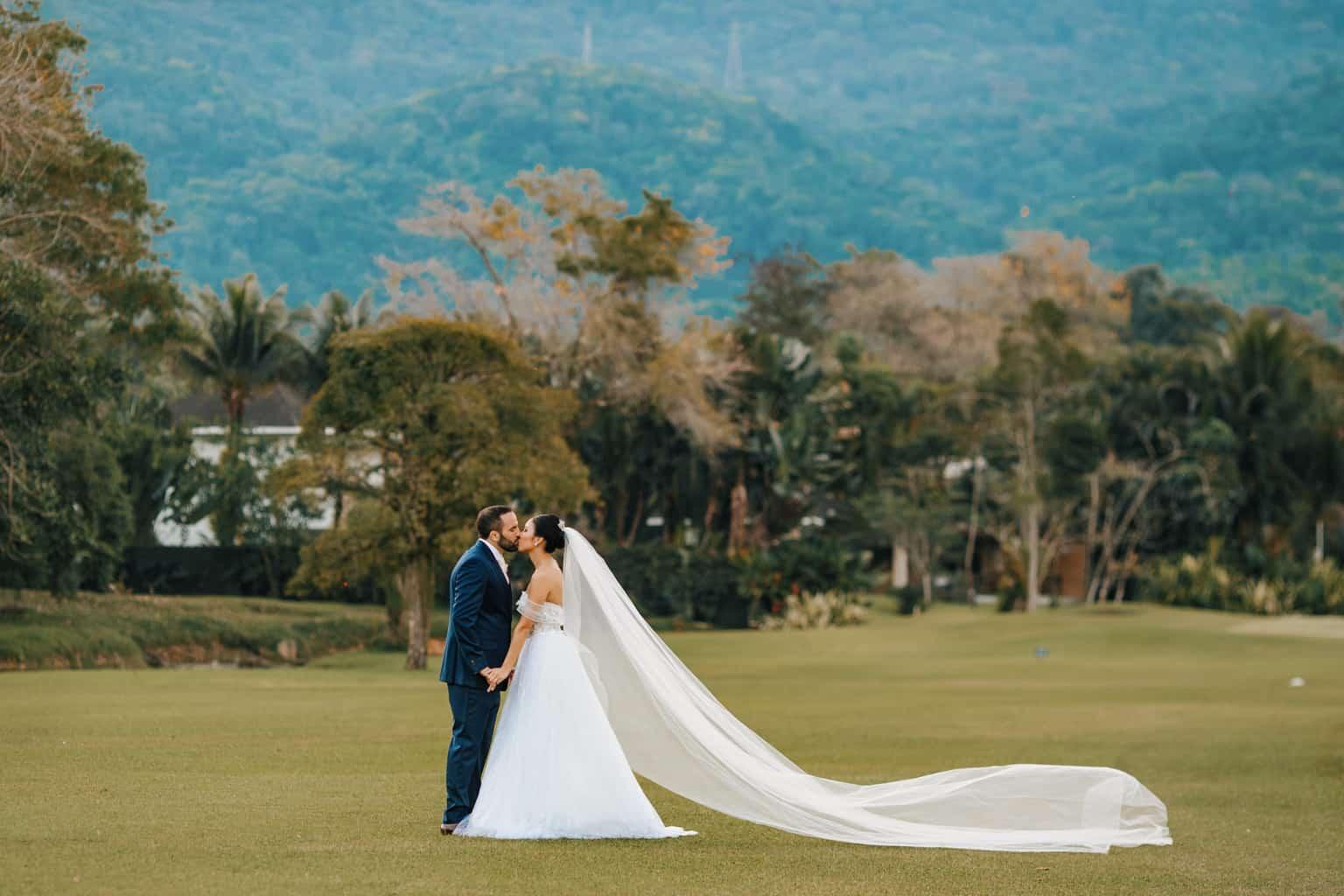 Casamento-Alissa-e-Gustavo-Cerimonial-Manu-Goncalez-Decor-Andrea-Kapps-Fasano-Angra-dos-Reis-Foto-VRebel-fotos-do-casal3639-1