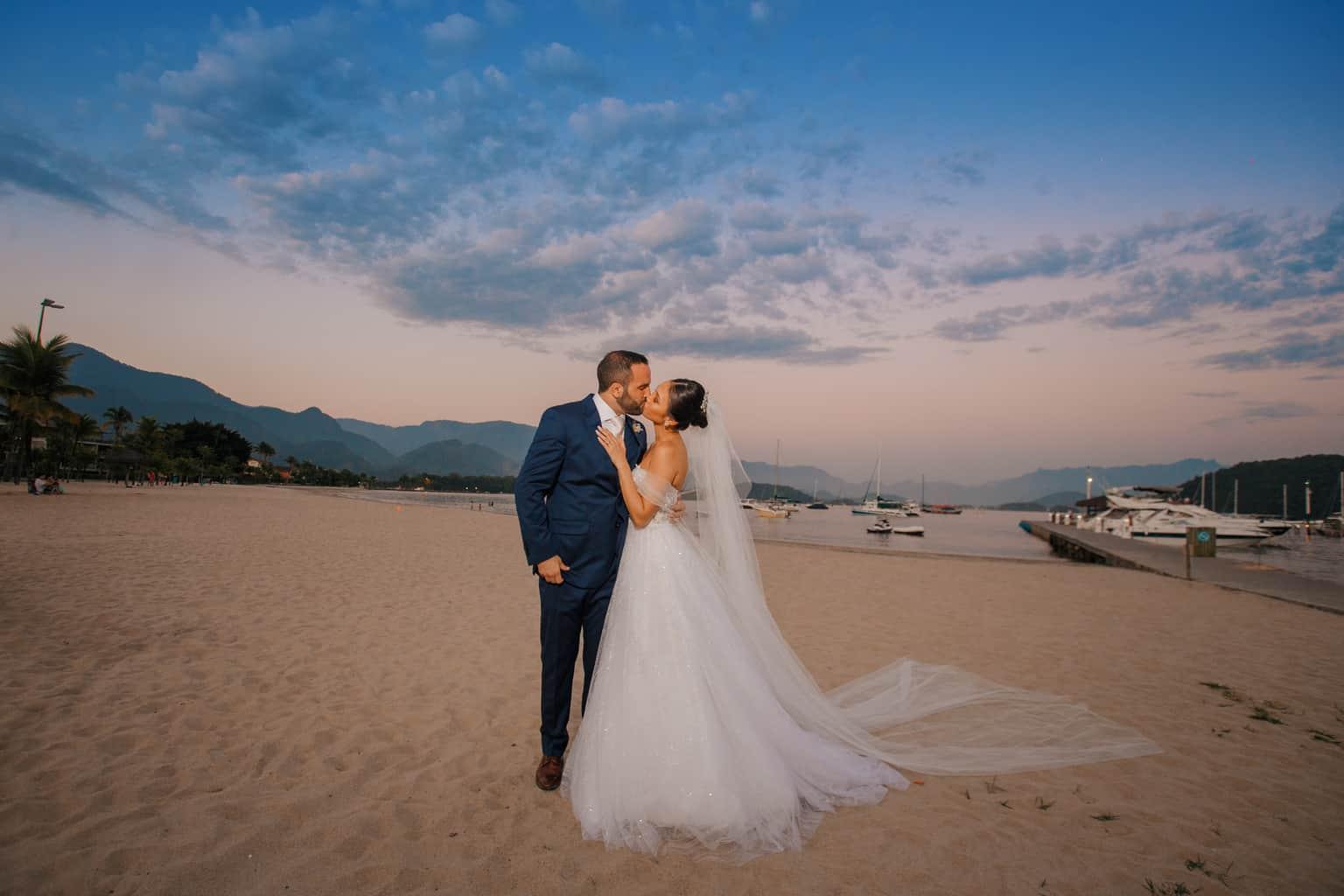 Casamento-Alissa-e-Gustavo-Cerimonial-Manu-Goncalez-Decor-Andrea-Kapps-Fasano-Angra-dos-Reis-Foto-VRebel-fotos-do-casal3762