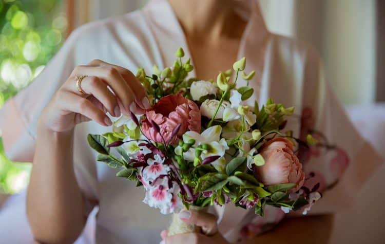 casamento-Taina-e-Hugo-Itapororoca-Villa-Trancoso-Patricia-Galvao-Sotter-Fotografia-Buque-Guta-Gula-Making-Of167-750x475