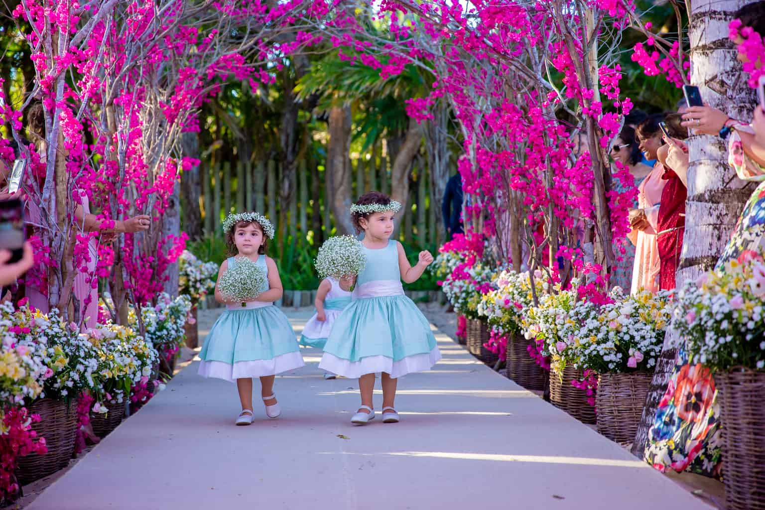 casamento-Taina-e-Hugo-Itapororoca-Villa-Trancoso-Patricia-Galvao-Sotter-Fotografia-Cerimonia-na-praia482daminhas