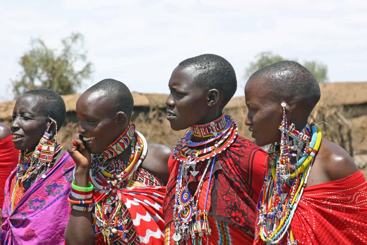 A-Reserva-Nacional-Masai-Mara-também-abriga-a-tribo-do-povo-Masai-o-que-permite-aos-visitantes-maior-proximidade-da-autêntica-cultura-queniana.