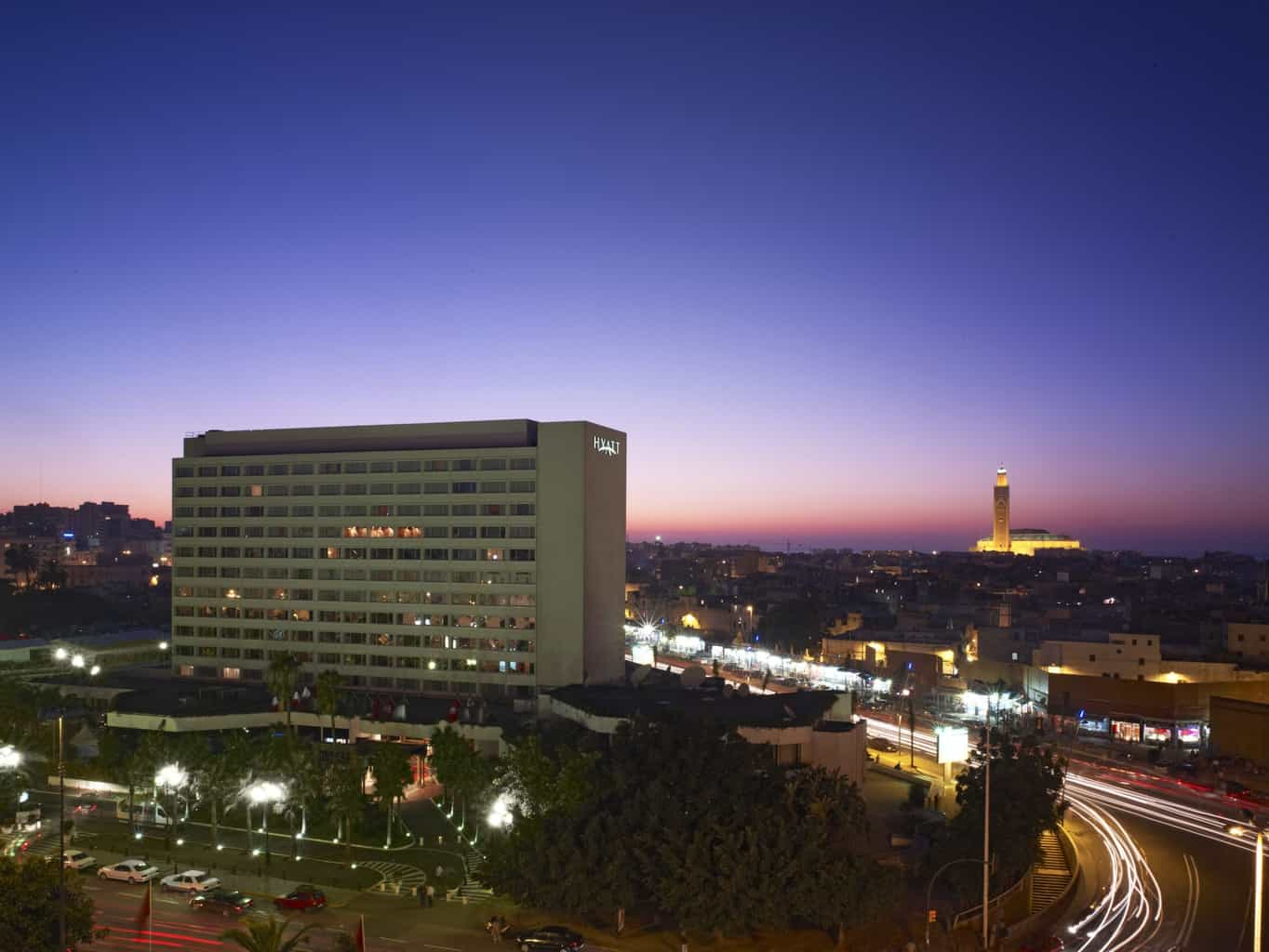 O-Hyatt-Regency-Casablanca-está-instalado-no-centro-da-cidade-proporcionando-vistas-para-ícones-como-a-Mesquita-Hassan-II-e-a-United-Nations-Square.