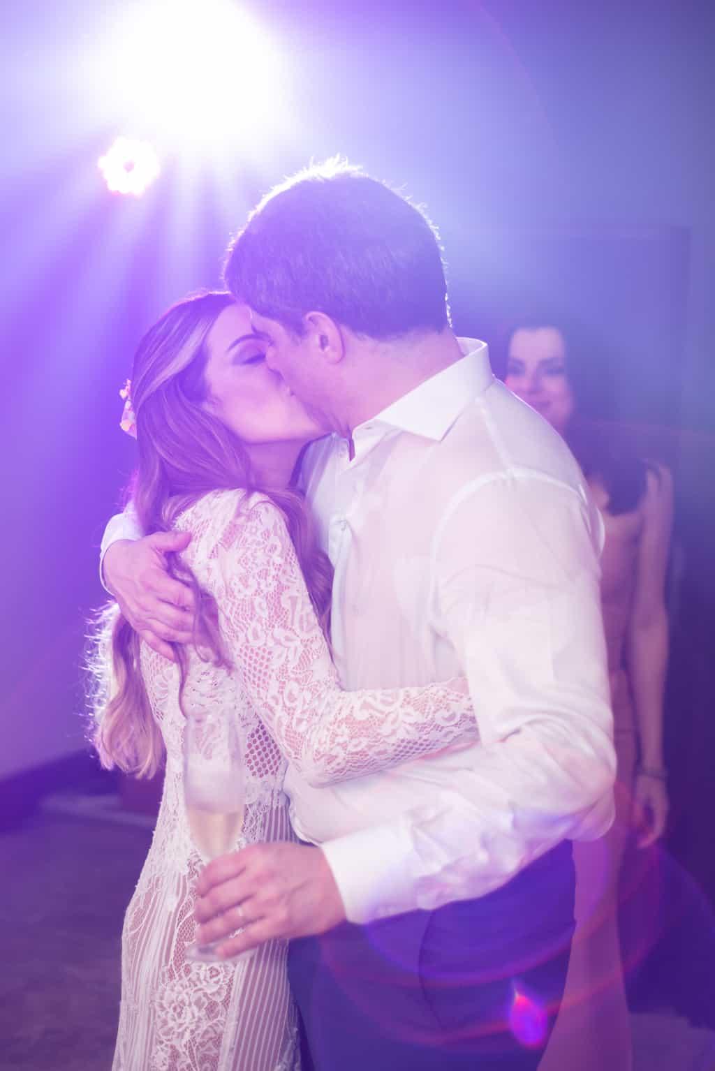 Casamento-Paula-e-Alex-Fotografia-Marina-Fava-casal-na-pista