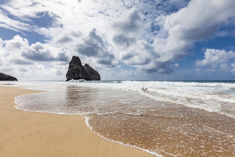 Praia-em-Fernando-de-Noronha