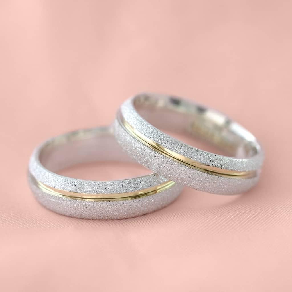 aliancas-compromisso-ouro-e-prata-polidas-e-diamantadas-6mm-10g-vj3685_1