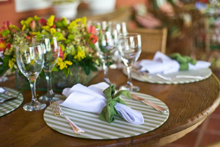 Como decorar as mesas do casamento? Revista CaseMe CaseMe -> Como Decorar Mesa De Jantar Para Casamento